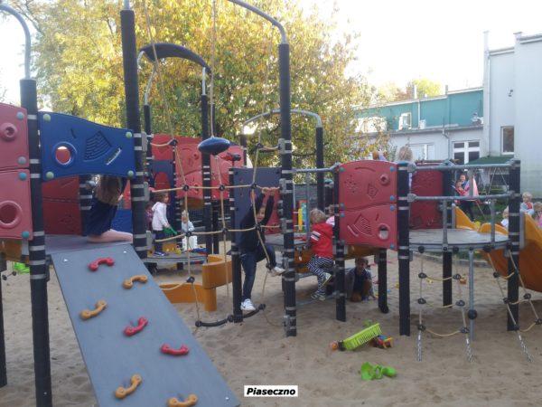 1 Piaseczno 021_155735 plac zabaw